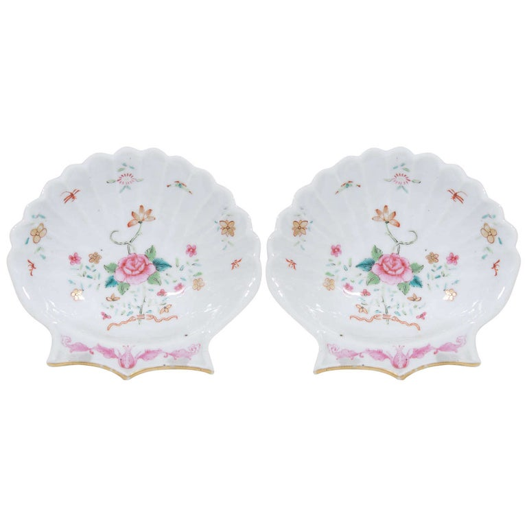 Pair of Small Chinese Famille Rose Porcelain Shell Dishes Made circa 1785 For Sale
