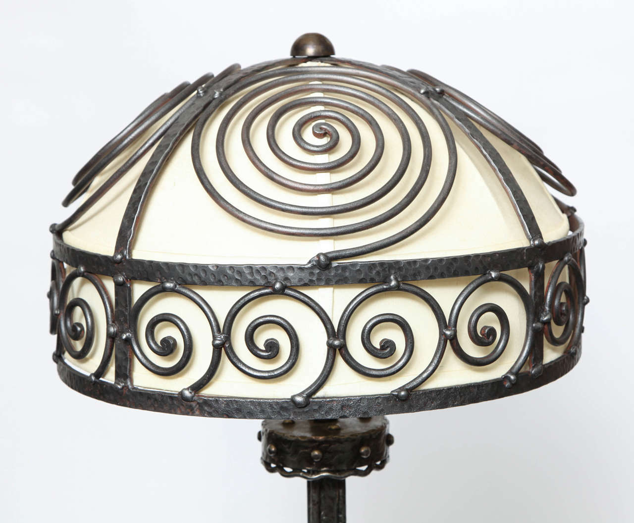 French Art Deco, Hand-Wrought Iron Floor Lamp In Excellent Condition For Sale In New York, NY