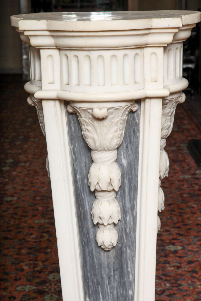Hand-Carved Pair of French Louis XVI Style, Two-Toned Carrera and Grey Marble Pedestals For Sale