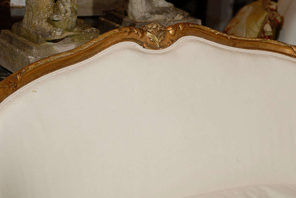 French, 1860s Louis XV Style Upholstered Giltwood Petite Sofa with Carved Crest In Good Condition For Sale In Atlanta, GA