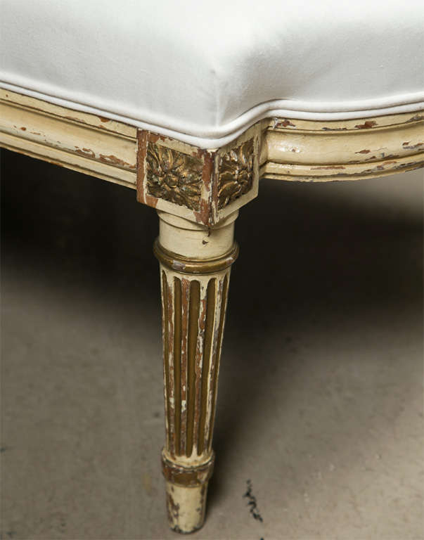 French louis xvi style painted chaise lounge at 1stdibs for Chaise style louis xvi moderne