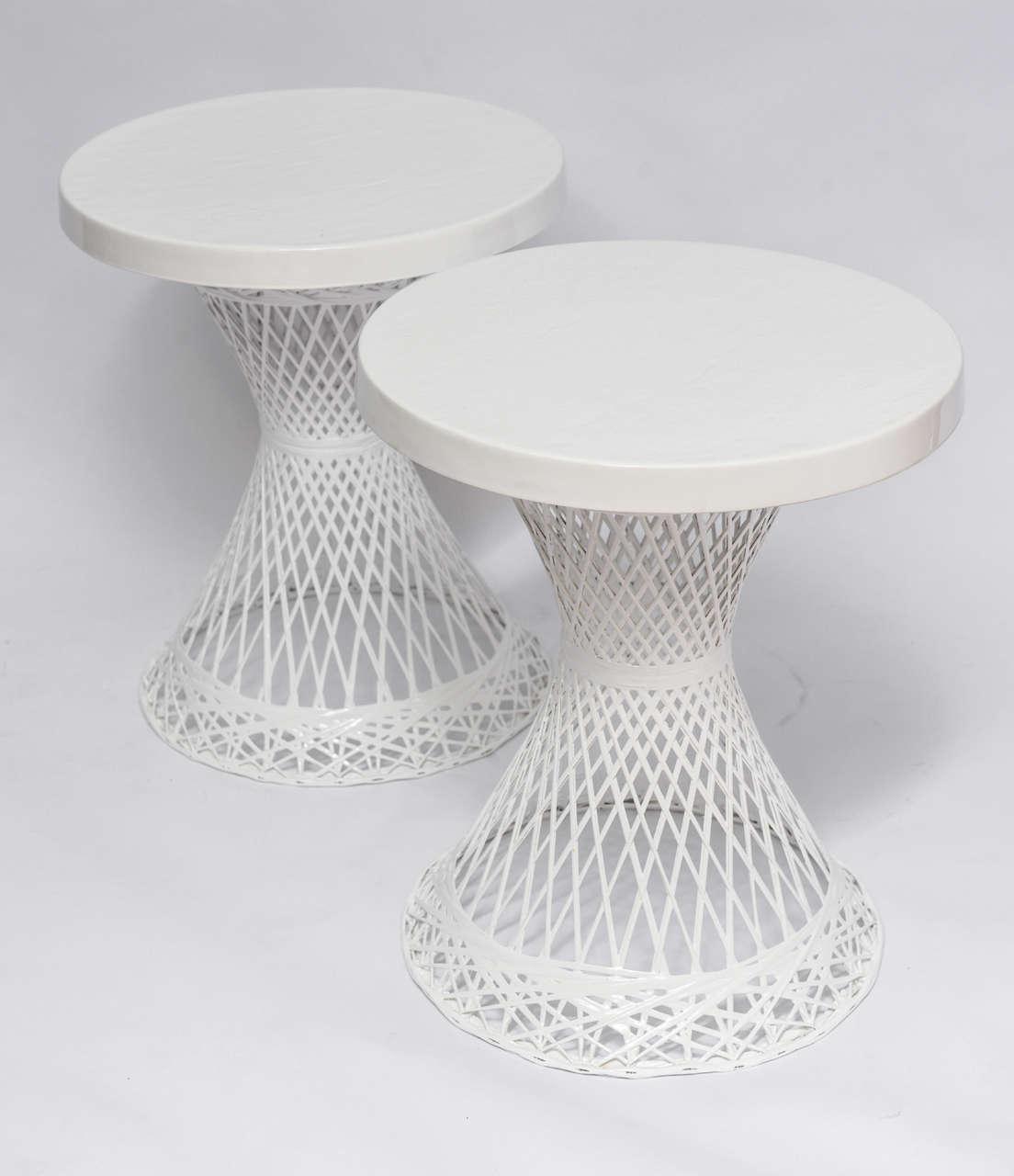 Merveilleux American Mid Century Modern Russell Woodard Spun Fiberglass Side Tables For  Sale