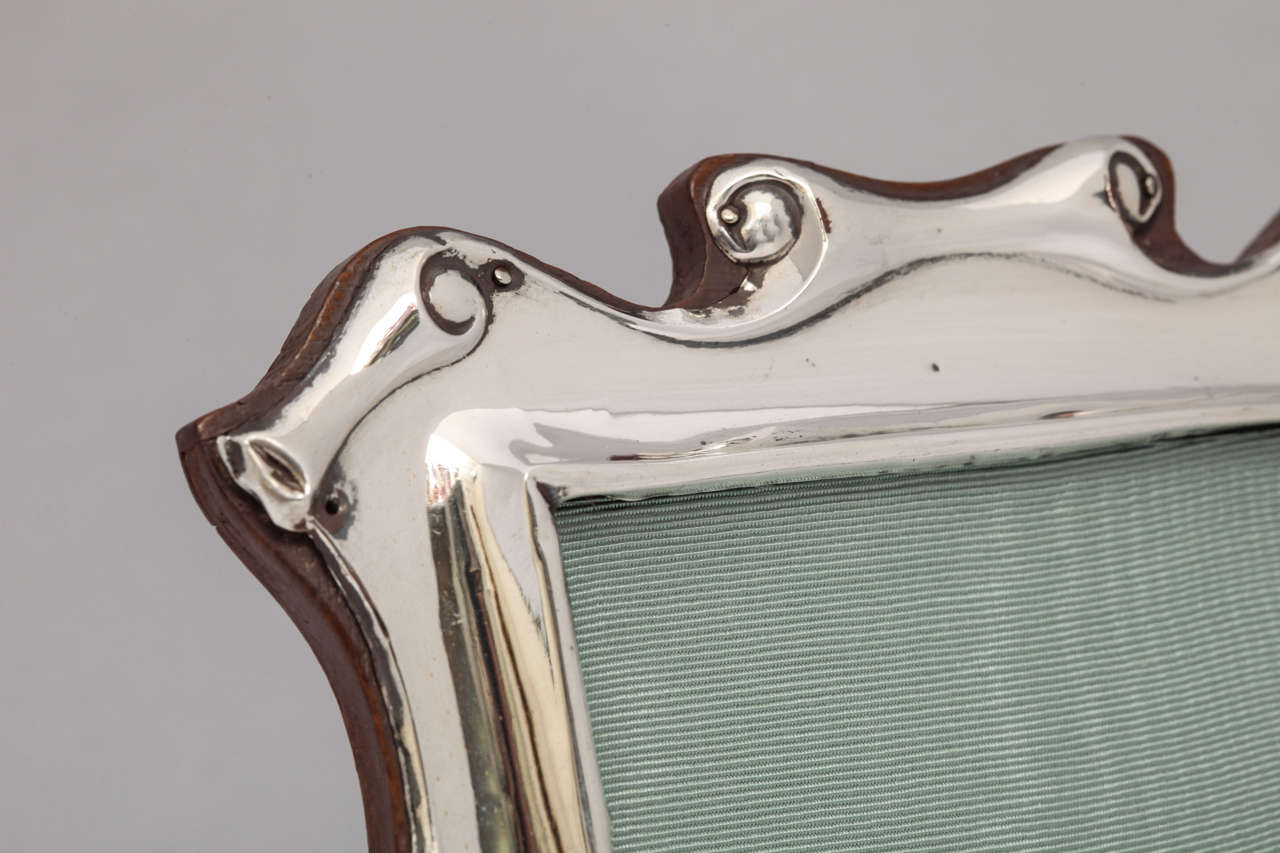 "Edwardian Sterling Silver ""Scroll"" Design Picture Frame In Excellent Condition For Sale In New York, NY"