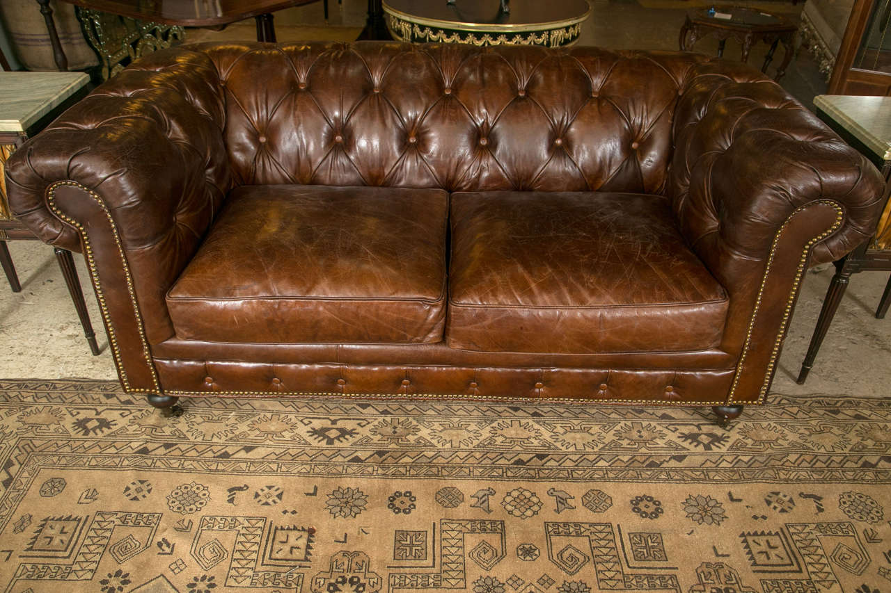 A pair of english georgian style chesterfield sofa sette for Decor jewelry chesterfield