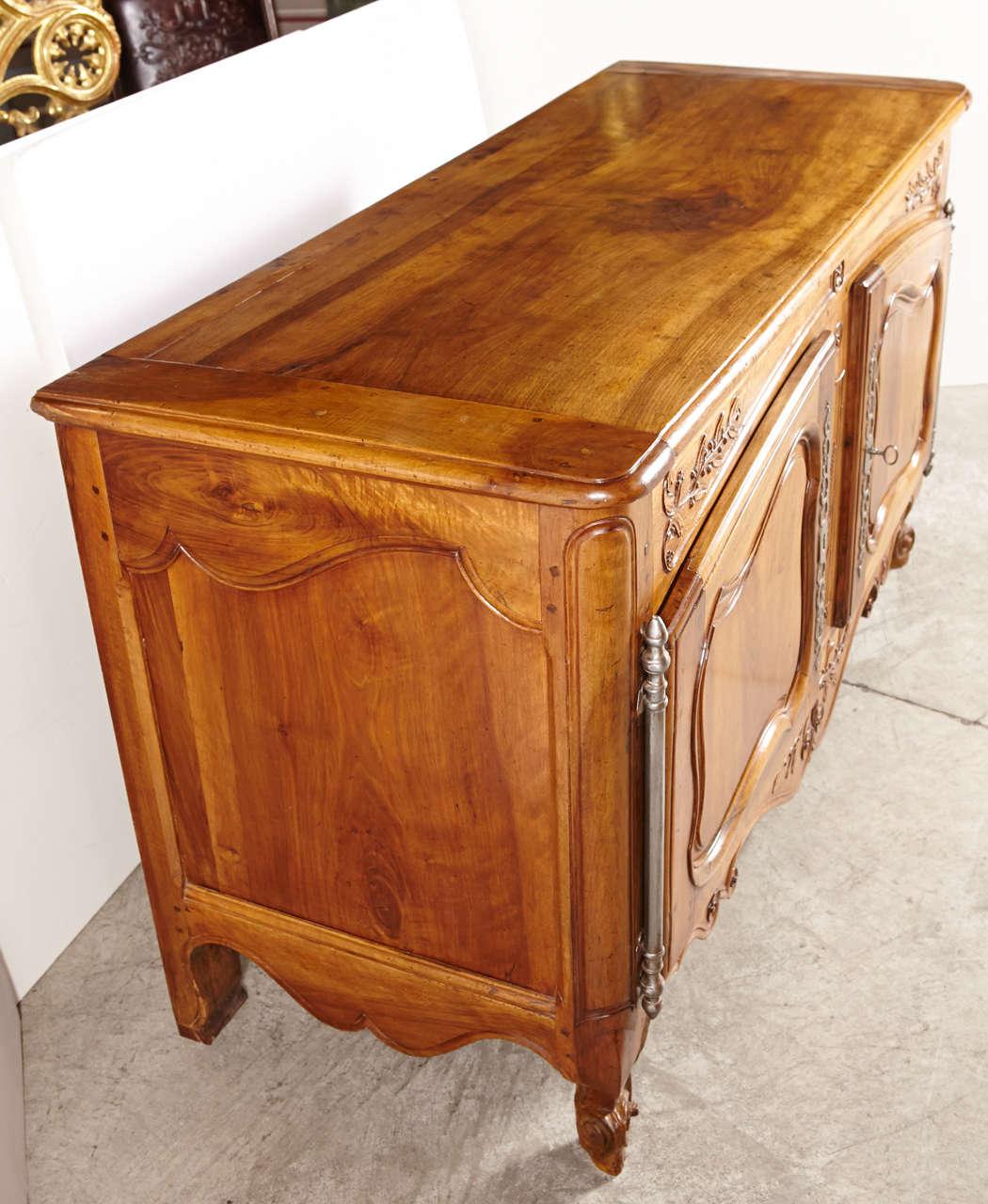 Best Kitchen Jamestown Ny: Grande 18th Century Walnut Wood Buffet Arlesian At 1stdibs