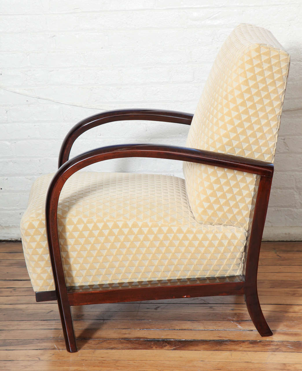 Elegant Pair of Art Deco Armchairs In Excellent Condition For Sale In New York, NY