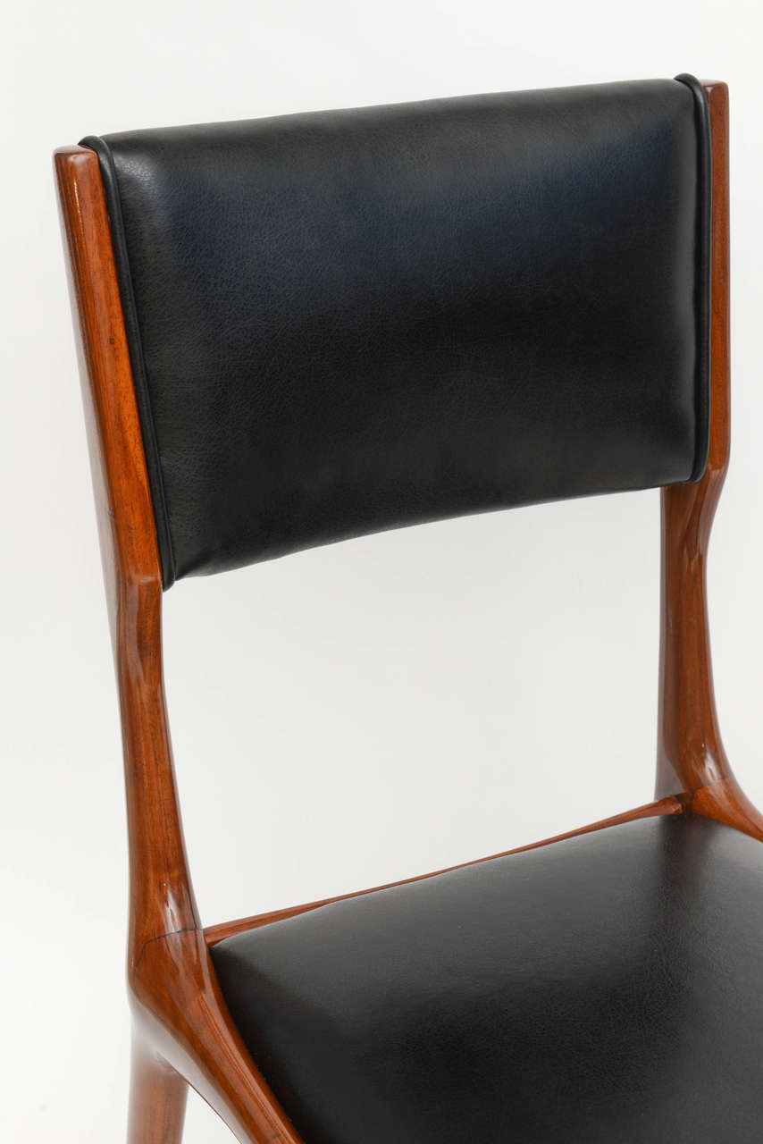 Mid-20th Century Set of 12 Carlo di Carli Walnut Dining Chairs, Italy For Sale