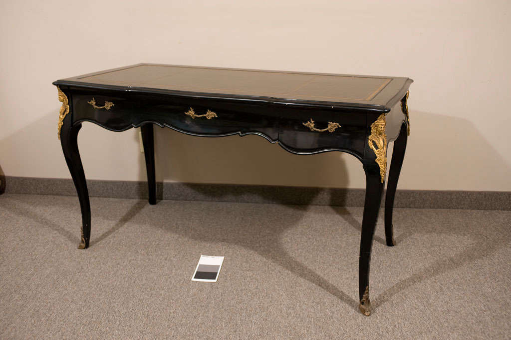 This is a beautiful vintage (1950s) French Louis XV writing desk done in a - Vintage French Louis XV Black Leather Top Writing Desk At 1stdibs