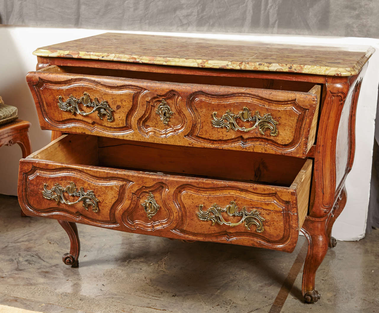 18th Century French, Walnut Marble Top Commode In Excellent Condition For Sale In Dallas, TX