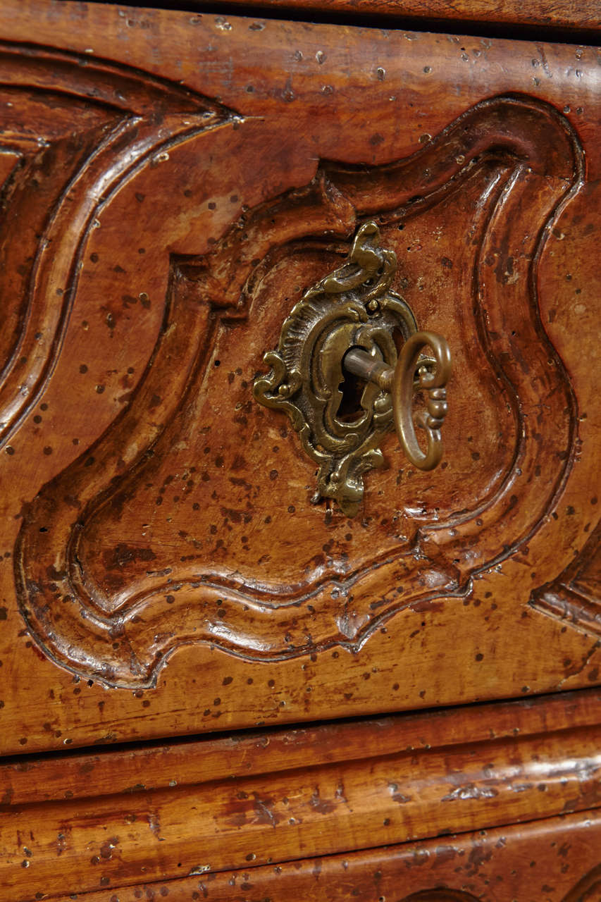 18th Century French, Walnut Marble Top Commode For Sale 3