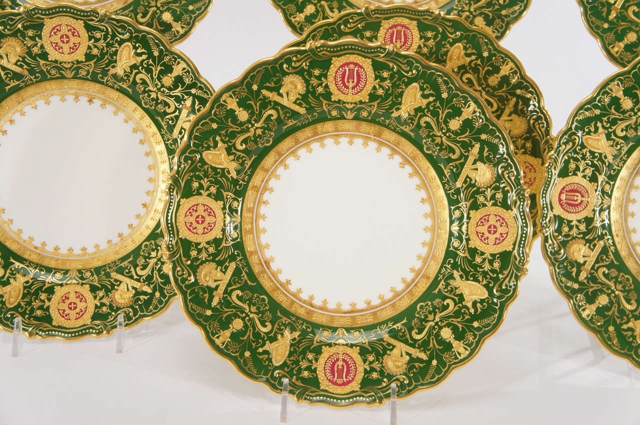 Set of 12 Coalport Green Dessert Plates w/ Neoclassical Raised Gold Medallions In Excellent Condition For Sale In Great Barrington, MA