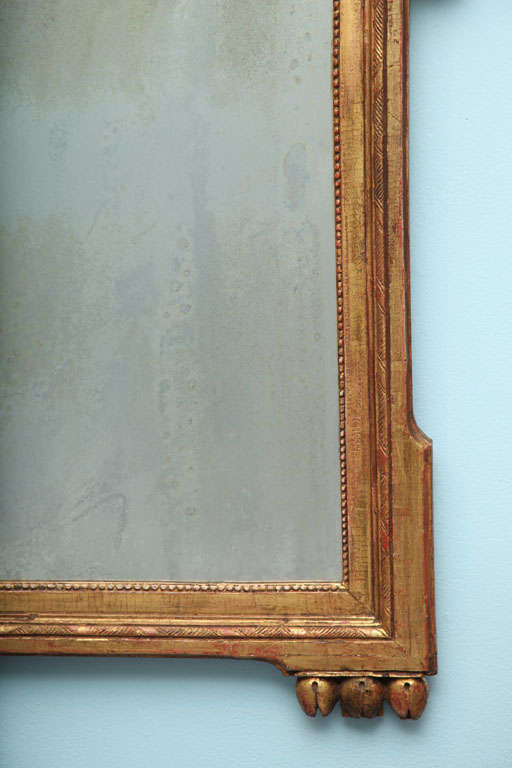 Louis XVI Carved and Gilded Mirror In Good Condition For Sale In New York, NY