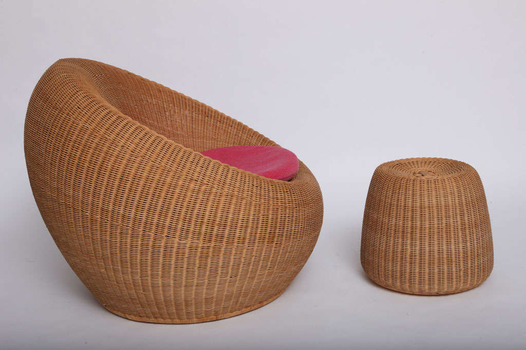 Japanese Rare Isamu Kenmochi round Chair and Table/Ottoman