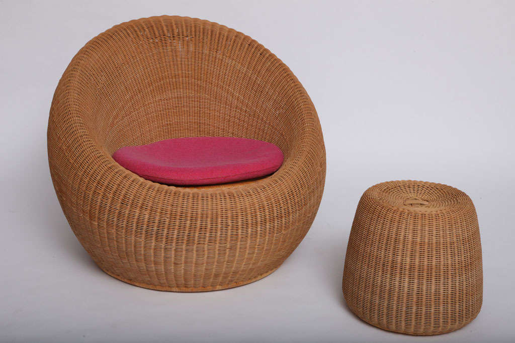 Rare Isamu Kenmochi round Chair and Table/Ottoman 1