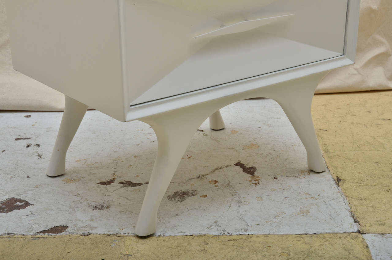pair white painted mid century modern bedside tables at 1stdibs