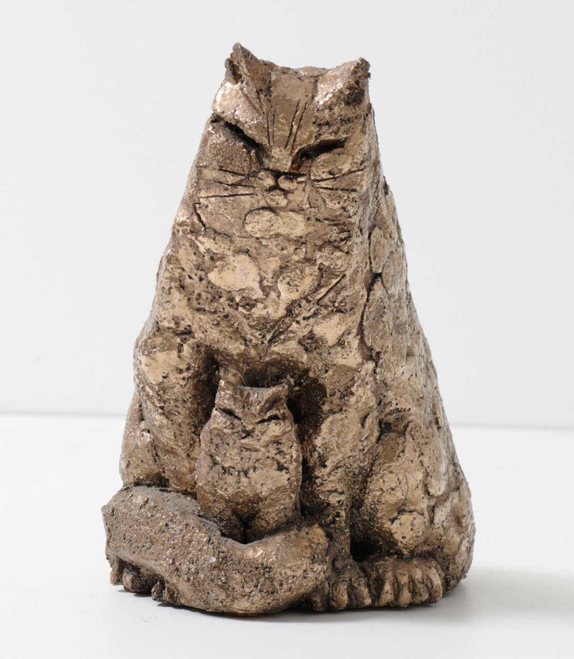 A ceramic cat with baby cat in a textured bronzed glaze, signed with Karel, 1970s.