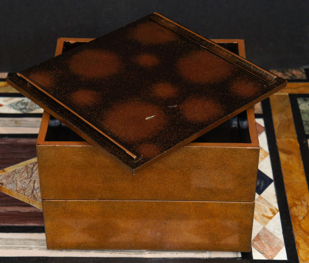 Meiji Period Japanese Lacquered Gold Two-Part Box For Sale 1