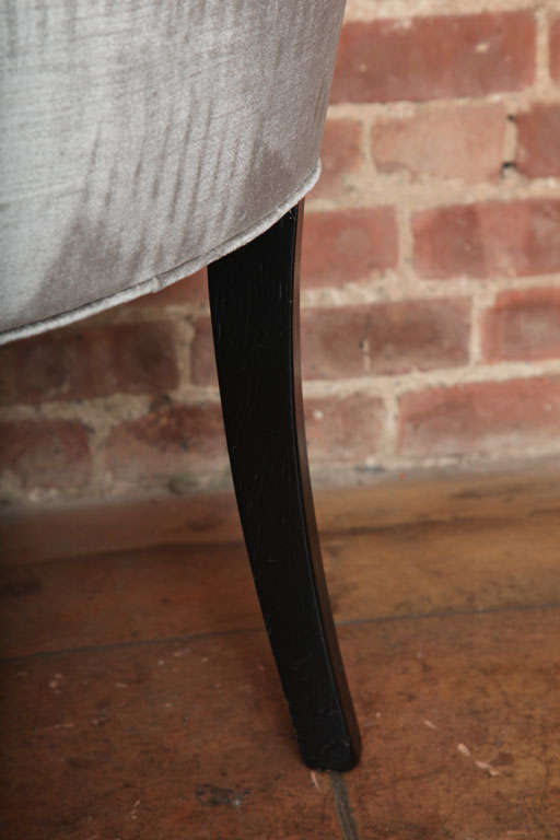 20th Century Set of Two Elegant Mid-Century Slipper Side Chairs For Sale
