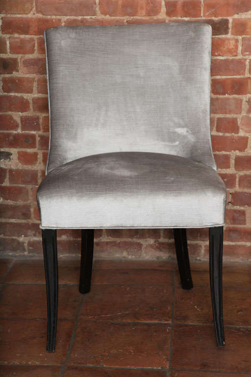 Set of Two Elegant Mid-Century Slipper Side Chairs For Sale 2