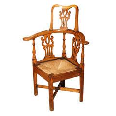 Antique English Georgian elm corner chair