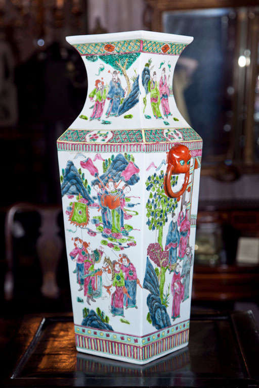 Pair Of Chinese Vases In Excellent Condition For Sale In Woodbury, CT