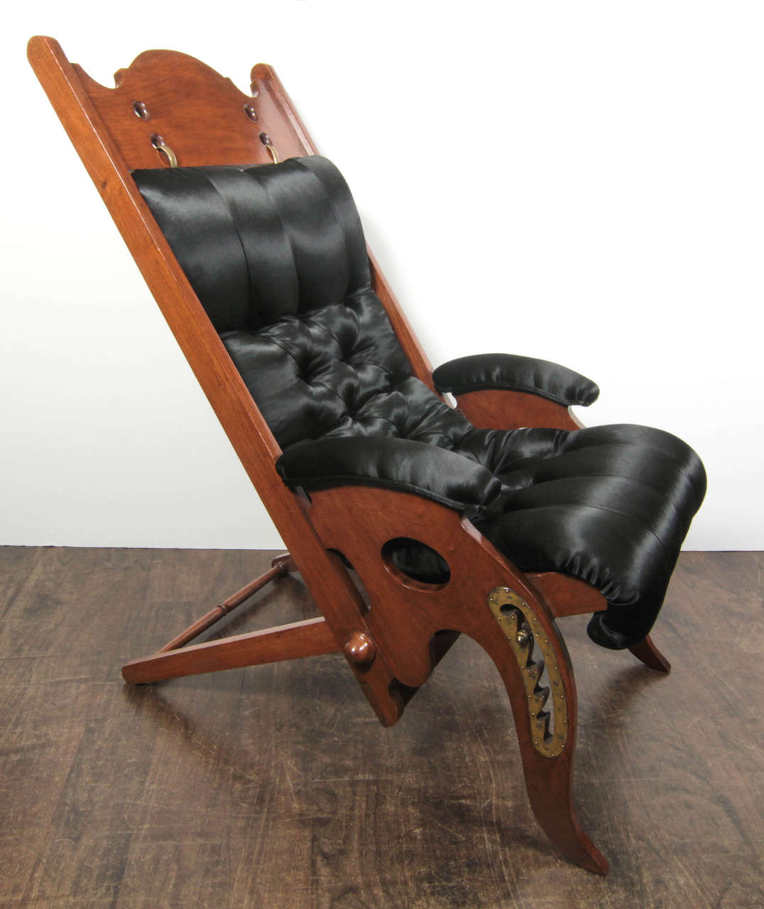 An Edwardian-style deckchair for a yacht in mahogany and brass with  buttoned upholstery. - Adjustable Deck Chair By Jean-Pierre Hagnauer For Sale At 1stdibs