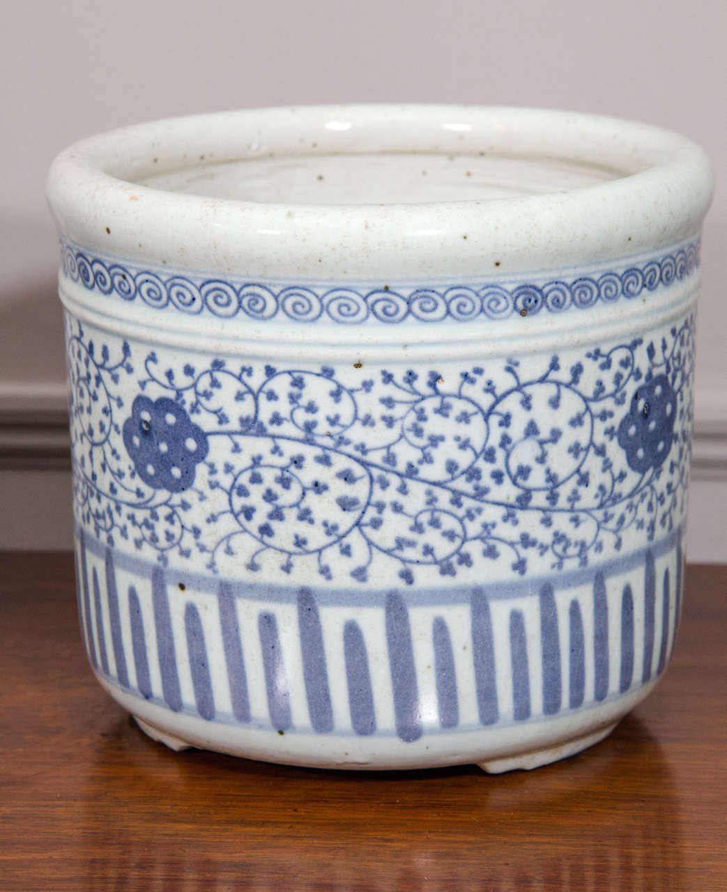 Chinese Pair of Blue and White Porcelain Pots For Sale