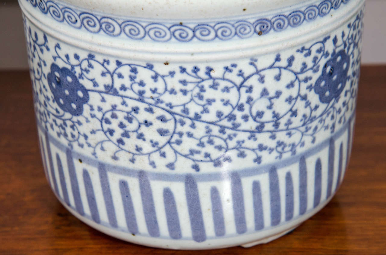 20th Century Pair of Blue and White Porcelain Pots For Sale