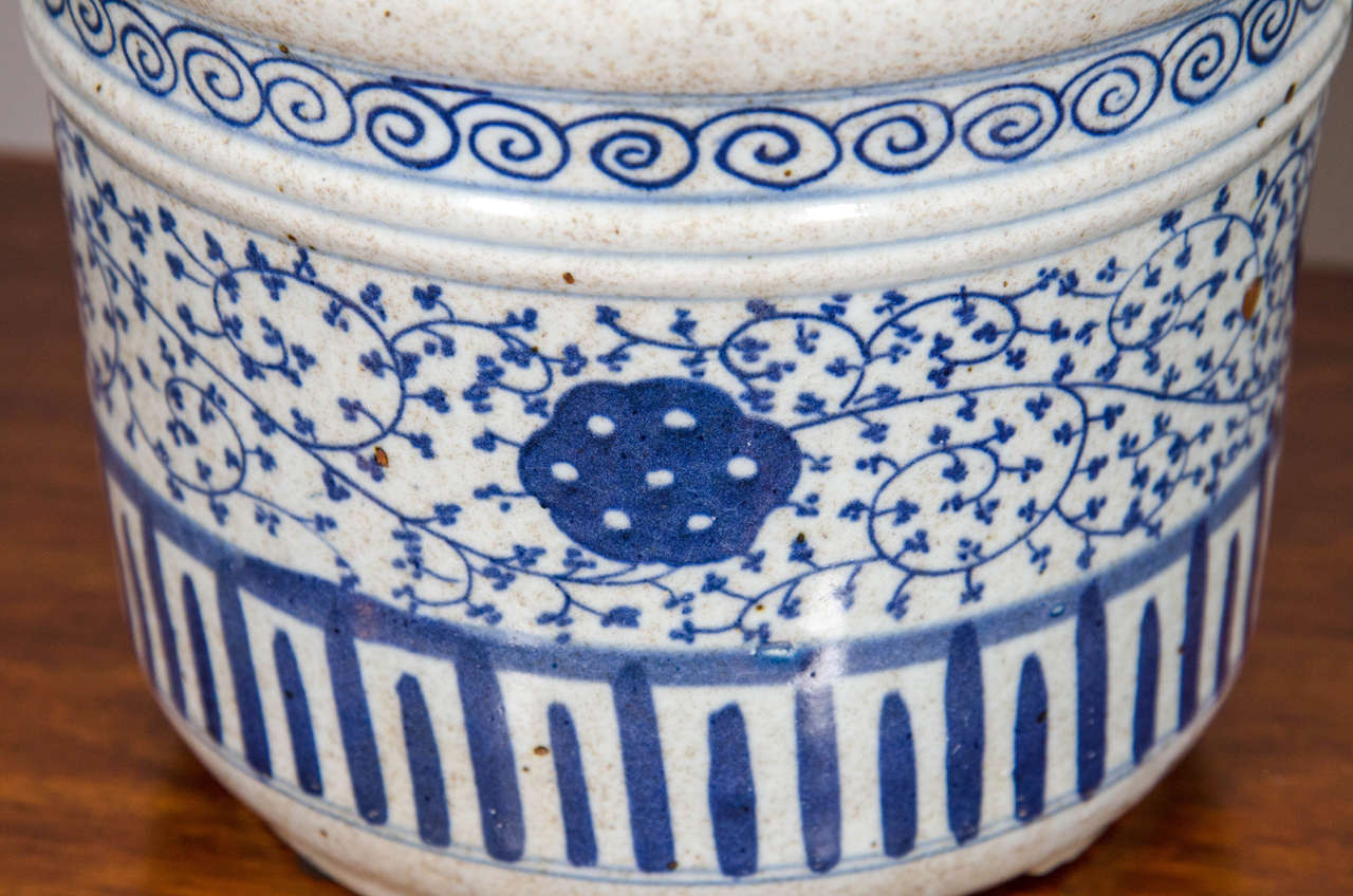 Pair of Blue and White Porcelain Pots For Sale 1