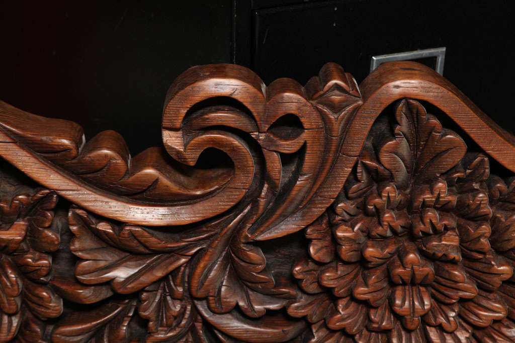 Javanese 19th Century Large Carved Teak Architectural Panel With Foliage Motifs For Sale 3