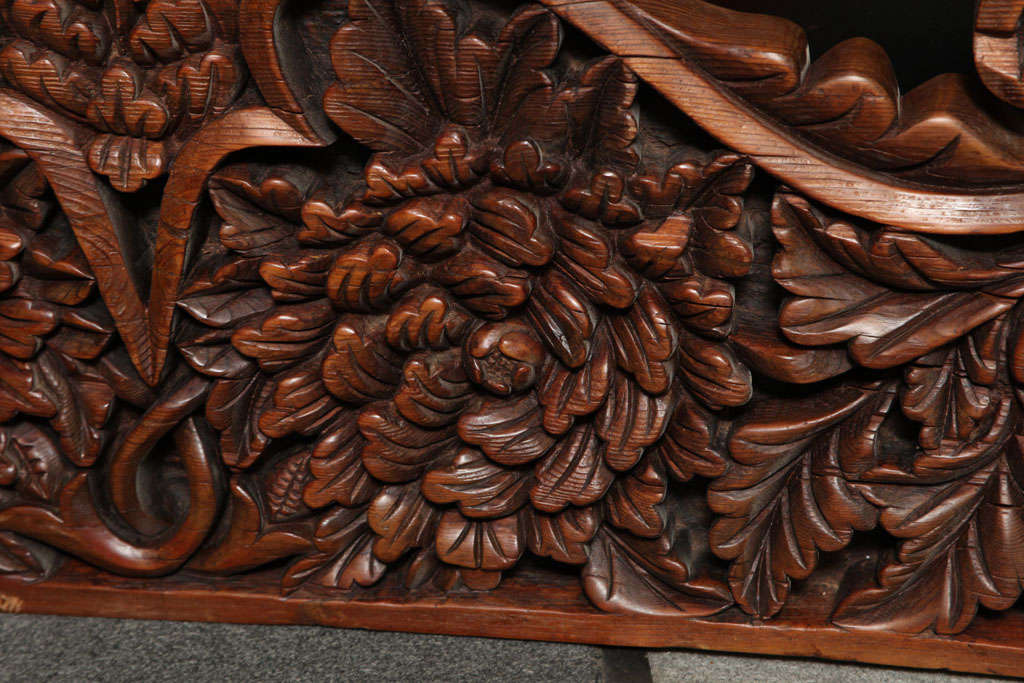 Javanese 19th Century Large Carved Teak Architectural Panel With Foliage Motifs For Sale 4