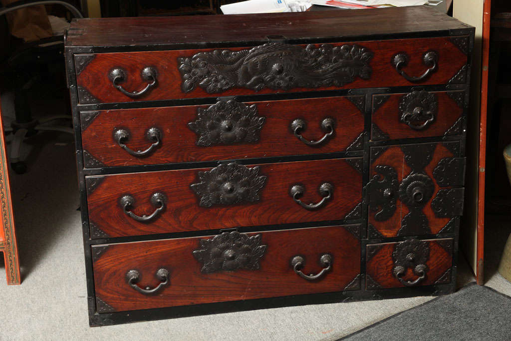 Ordinaire Japanese Sendai Tansu Cabinet In Good Condition For Sale In Yonkers, NY