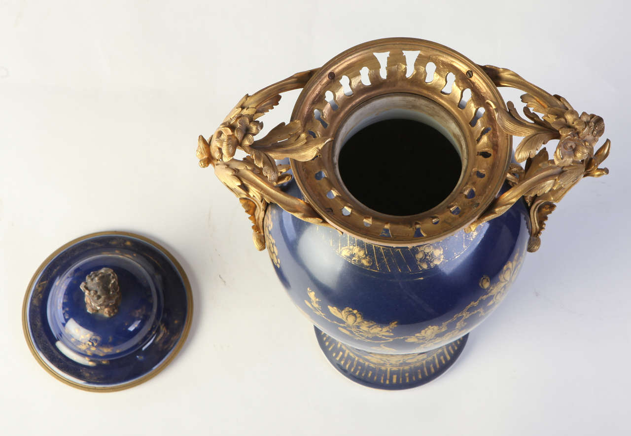 Set of Three 18th century Chinese Powder Blue Gilt-Decorated Vases For Sale 2