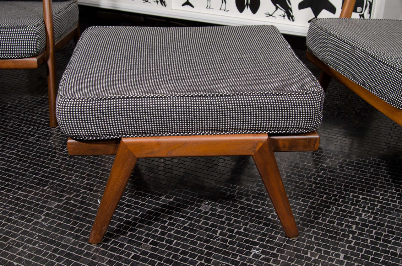 Solid walnut, Mel Smilow lounge chair and ottoman In Excellent Condition For Sale In New York, NY