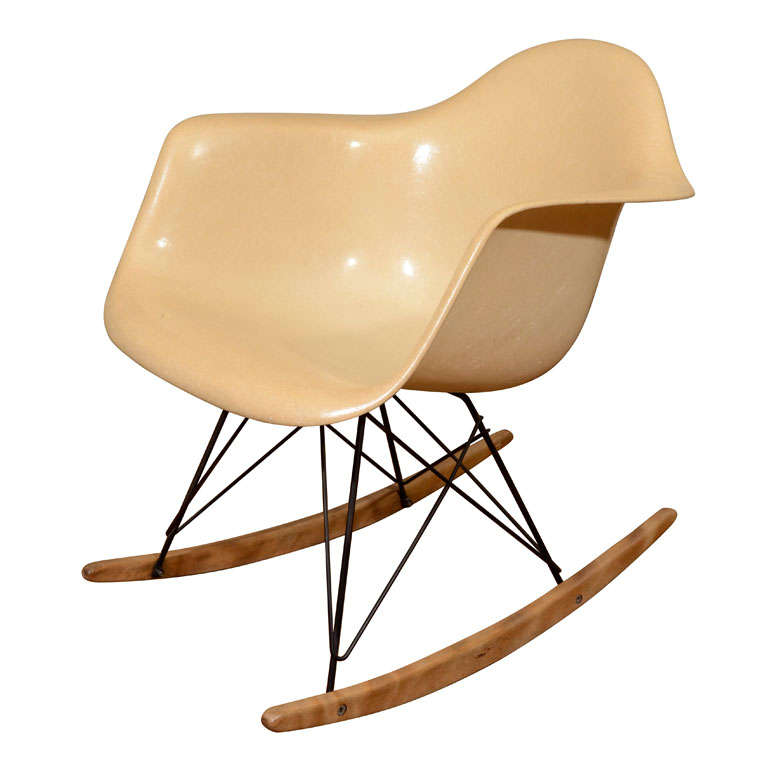 early herman miller fiberglass and wire eames rocking. Black Bedroom Furniture Sets. Home Design Ideas