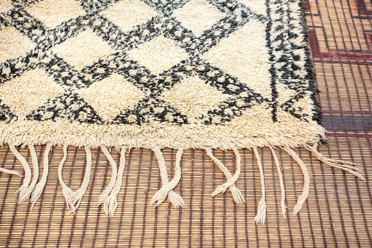 Beni Ouarain Shaggy Moroccan Rug North Africa In Good Condition For Sale In Los Angeles, CA