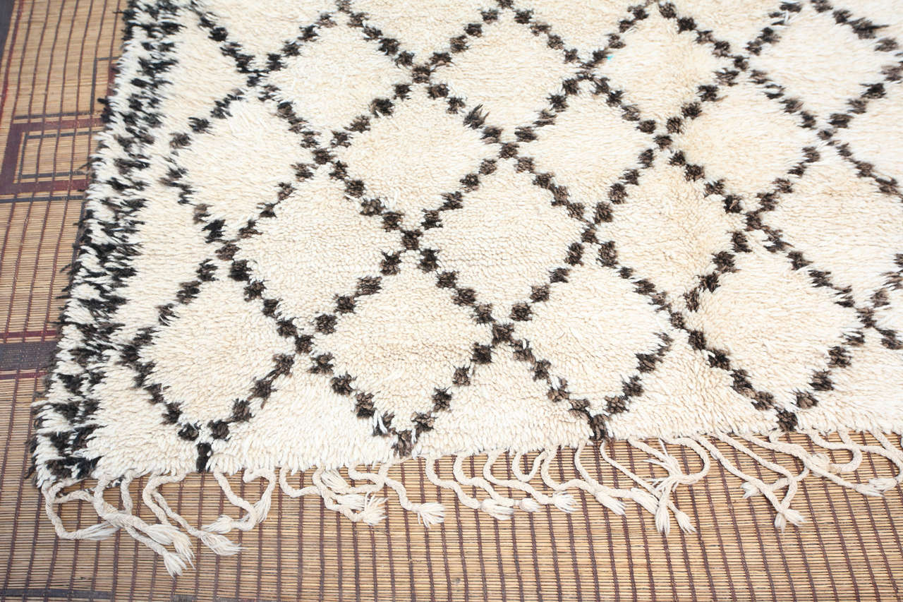 Tribal Moroccan White And Black Beni Ouarain Rug For Sale. Hand Woven ...