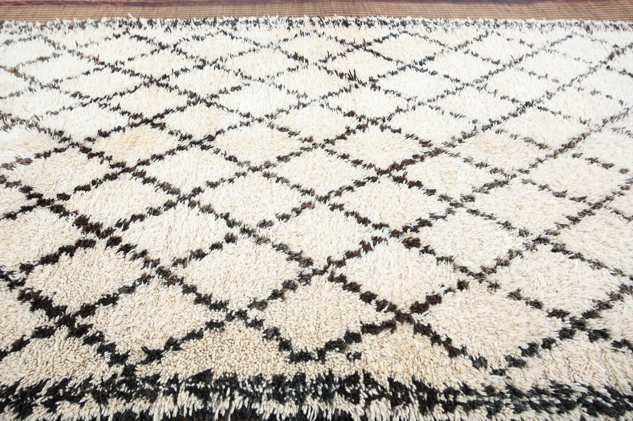 Moroccan white and black beni ouarain rug for sale at 1stdibs - Black and white rug ...