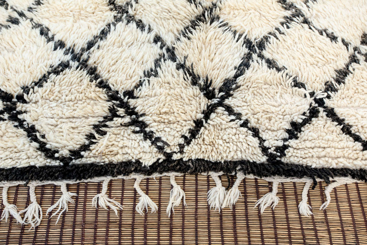 Hand-Woven Vintage Mid Century Beni Ouarain Moroccan Rug For Sale