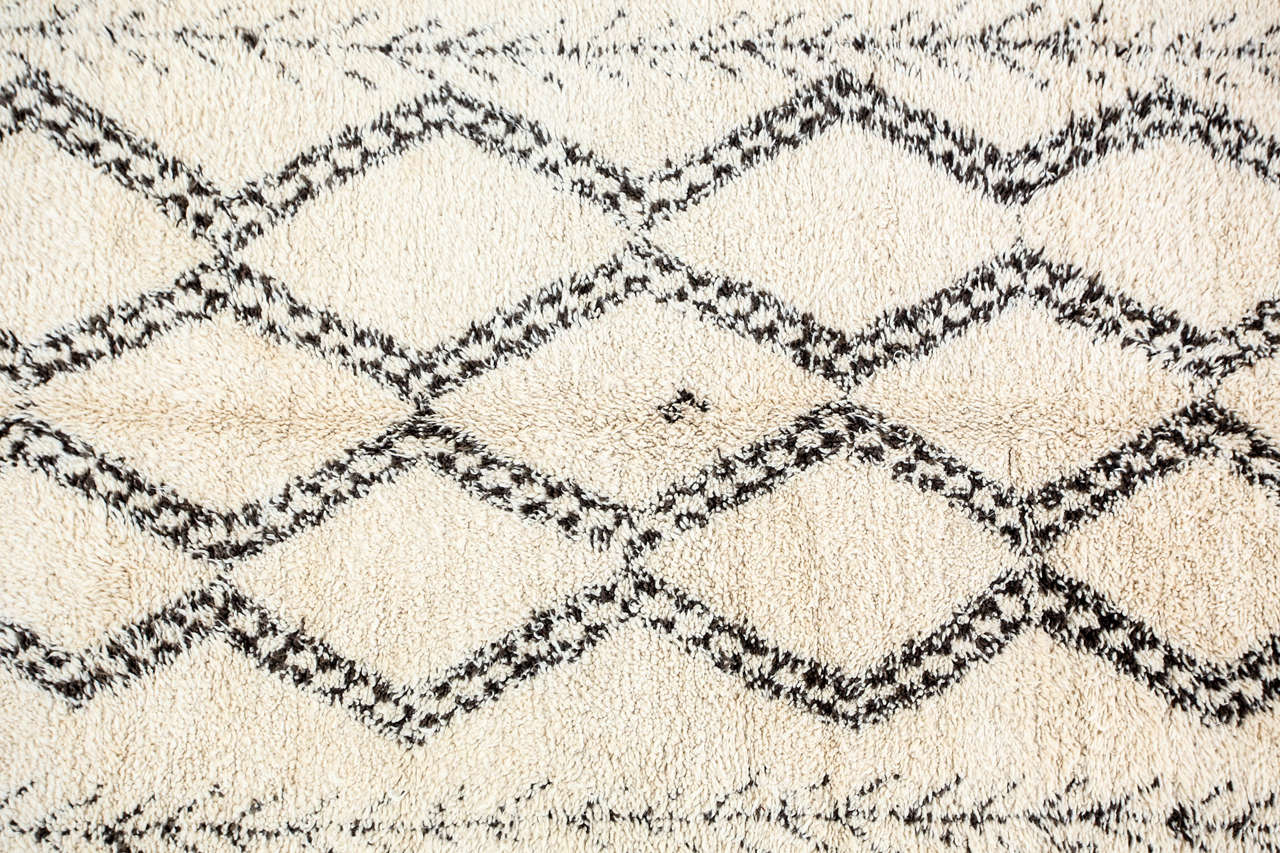 vintage beni ouarain moroccan berber rug at 1stdibs. Black Bedroom Furniture Sets. Home Design Ideas