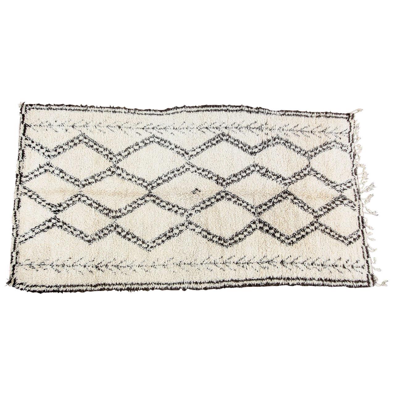 vintage beni ouarain moroccan berber rug for sale at 1stdibs. Black Bedroom Furniture Sets. Home Design Ideas
