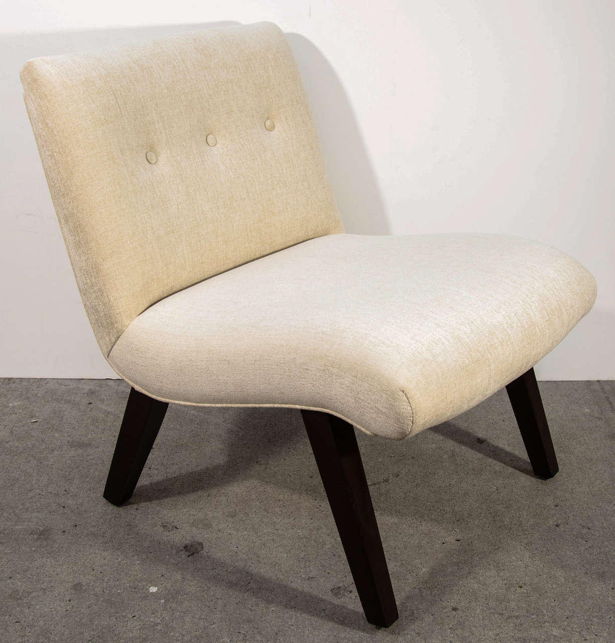 American Mid-Century Modern Slipper Chair in the Style of Jens Risom For Sale