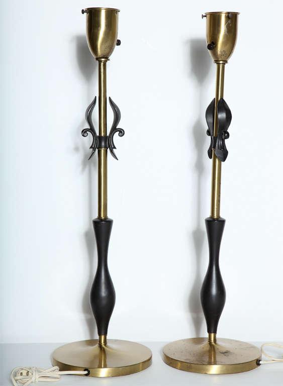 Metal Pair of Rembrandt Lamp Co. 1950s Brass & Black Fleur-de-LIs Black Handled Lamps For Sale