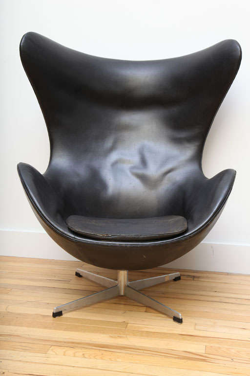 Mid Century Modern Vintage Egg Chair In Original Black Leather By Arne  Jacobsen For Sale