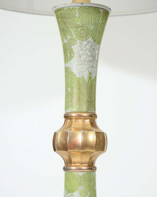 Pair of Green and White Chrysanthemum Porcelain Lamps by Marbro In Excellent Condition For Sale In New York, NY