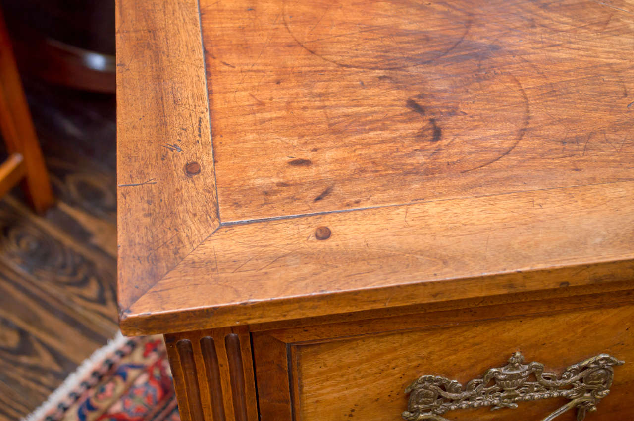 18th Century Italian Neoclassic Two-Drawer Commode For Sale 2