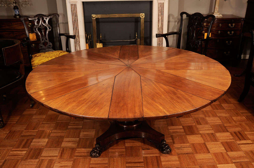 Circular Mahogany Expanding Jupe Table For Sale 5