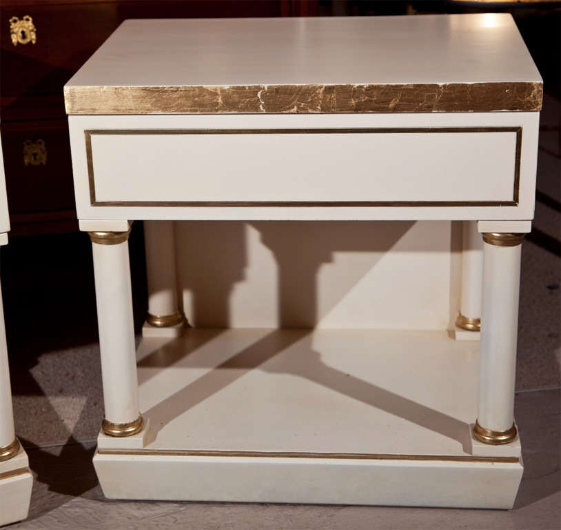 pair of white painted end tables nightstands for sale at 1stdibs. Black Bedroom Furniture Sets. Home Design Ideas