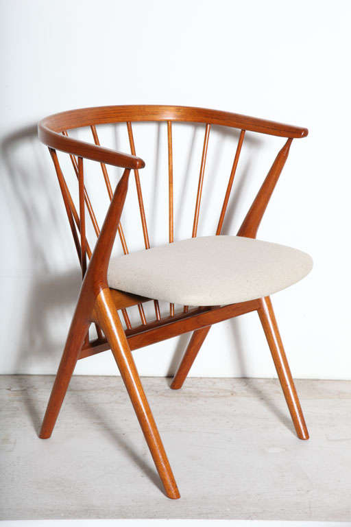 Set of 6 Teak Spindle Back Round Chairs 2