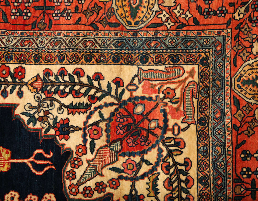 Persian Sarouk Fereghan Carpet with Wool Pile and Vegetal Dyes, circa 1880 In Excellent Condition For Sale In New York, NY